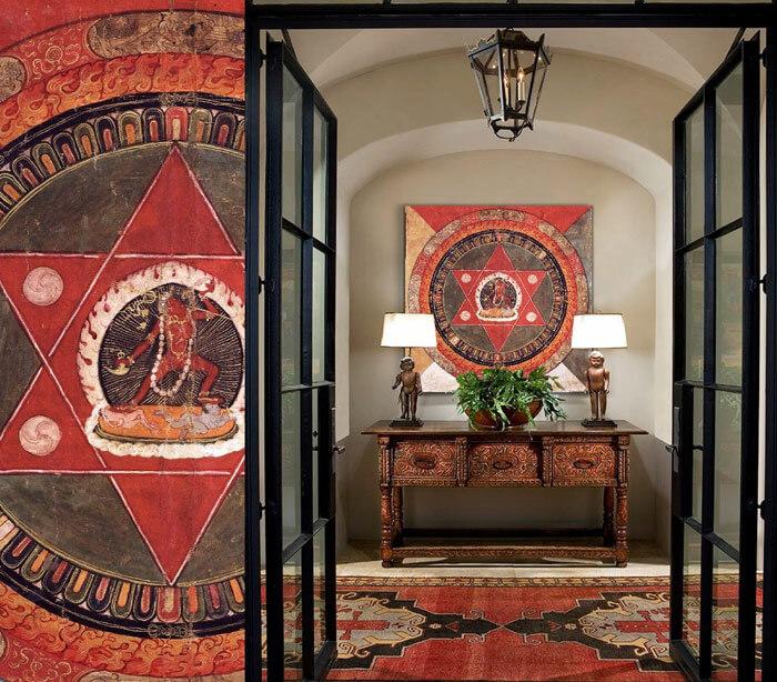 Decorar el pasillo con cuadros y muebles for Decorar cuadros