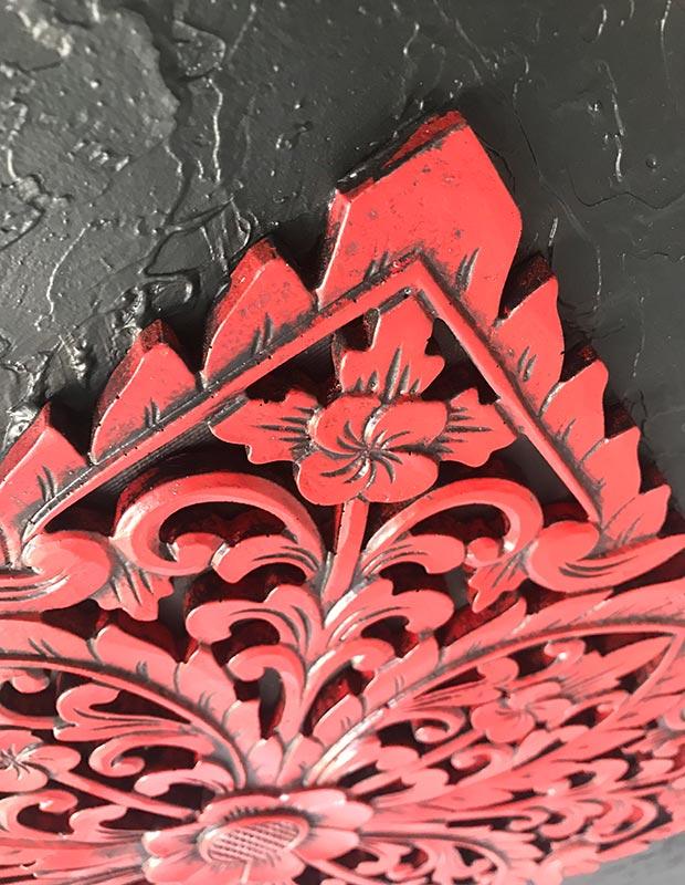 tallas de madera rojas