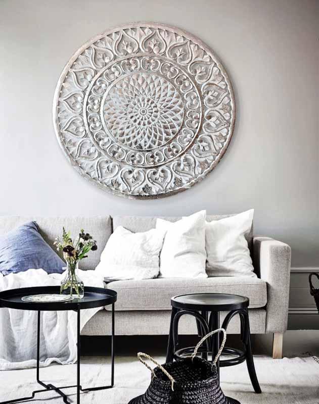 cuadros plateados sofas