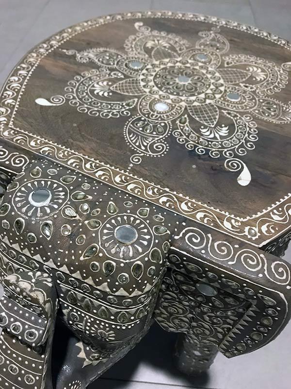 tallas de estilo oriental hindu